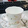 隔壁公司借來的咖啡杯