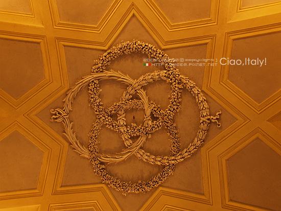 入口玄關天花板造型很有皇宮的fu