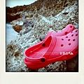 跟施媽一樣的紅拖鞋