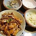 酒杯菇燒雞翅、高麗菜、蛤蜊湯