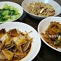 滷虱目魚肚、青江菜、芹菜肉絲、大蔥甜不辣、大黃瓜香菇丸子湯