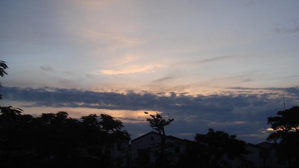 學校美景喔!剛下完雨的天空~