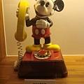 很可愛又復古的米老鼠電話機