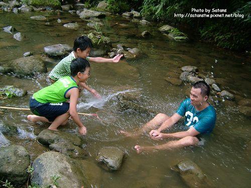 大小朋友玩水玩瘋了!