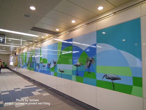 三民高中站的鷺鷥壁飾