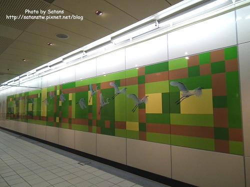 三重國小站的鷺鷥壁飾
