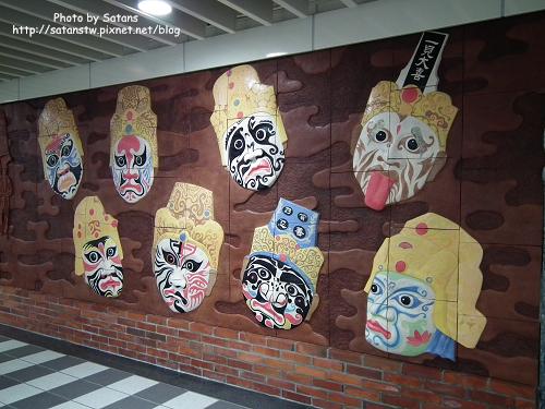 行天宮站區內壁飾