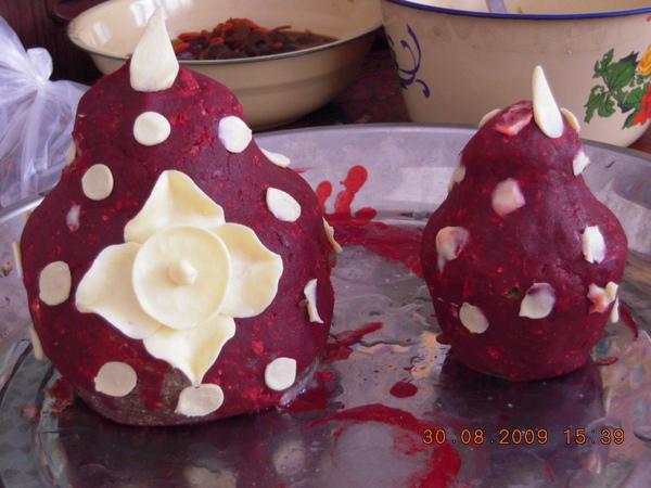 洛珠做的食子~用糌粑 酥油做成的,因供養不同,形狀亦不同,這個是供諸佛 神的!.jpg