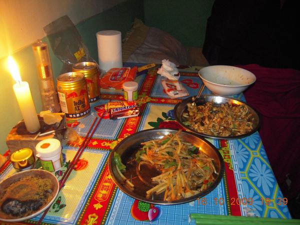 ~在招待所裡我們叫了兩道菜配飯,在這裡還能吃到飯及菜~真是非常感恩吶!