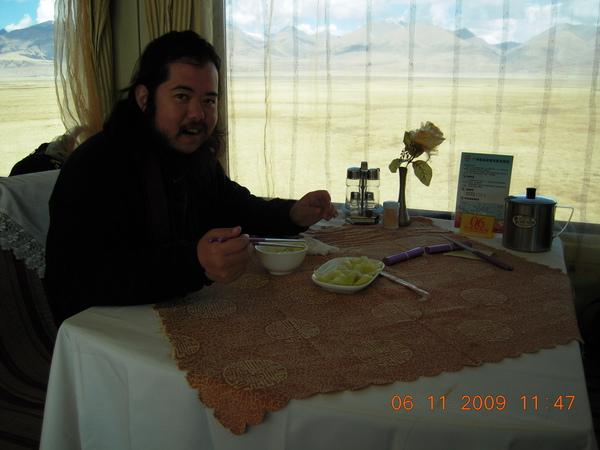 餐廳裡我們僅能吃到這道青菜及飯,但來體驗一下也不錯~很像到電影裡墨西哥的電影情節....jpg