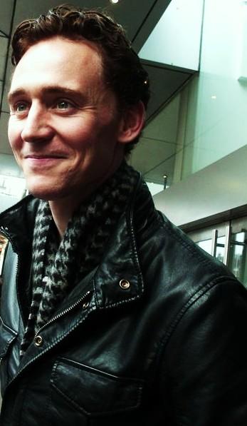 tom_scarf