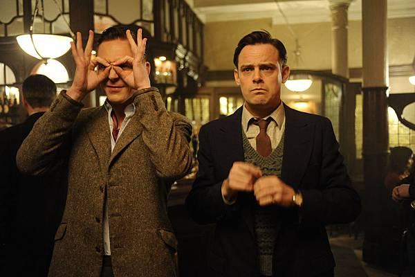DBS10 073 Tom Hiddleston (Freddie Page) & Henry Hadden-Paton (Jackie Jackson)