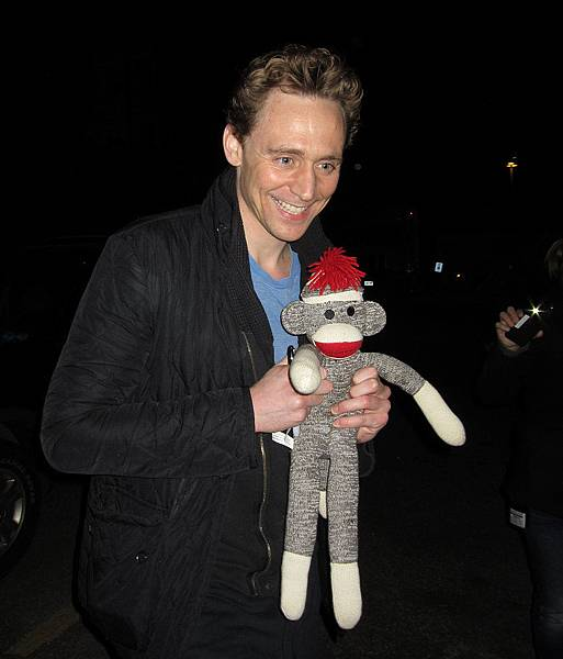 Thursday-Tom-Hiddleston-posed-sock-monkey-gift-he-1.jpg