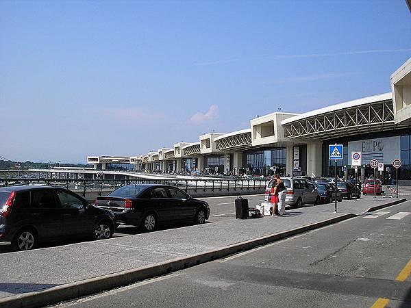 800px-Milano_malpensa_terminal_1.jpg