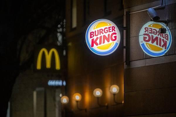漢堡王出奇招!!另類網路行銷助了自己也幫了麥當勞?!