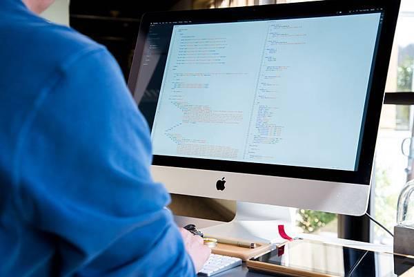 穩坐寶座的程式語言Java(一):身世之謎,寫第一個程式