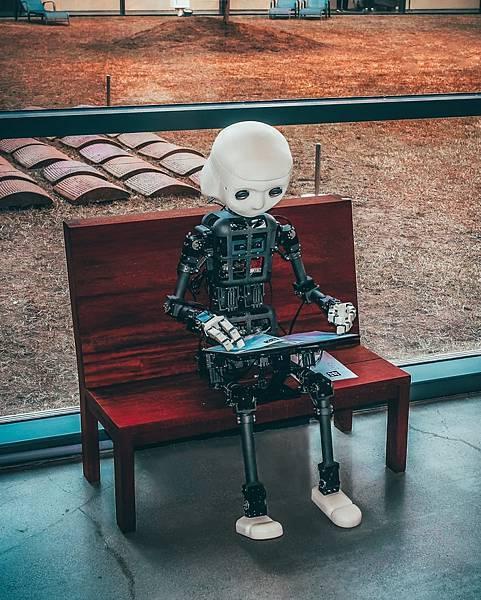 人工智慧機器人再進化!!團康主持聊天談心通通難不倒!!