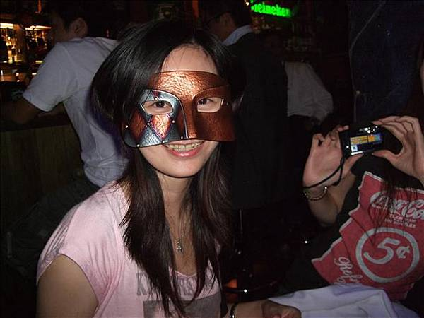 我喜歡這個面具..把我的臉遮住一大半