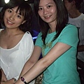 跟我們一起坐的香港女生