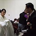 新娘終於可以去換衣服了