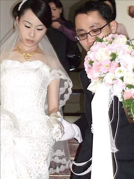 新郎差點忘了牽新娘