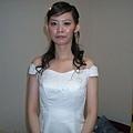 身平第一次穿白紗