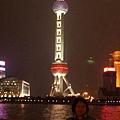 後面上海東方明珠