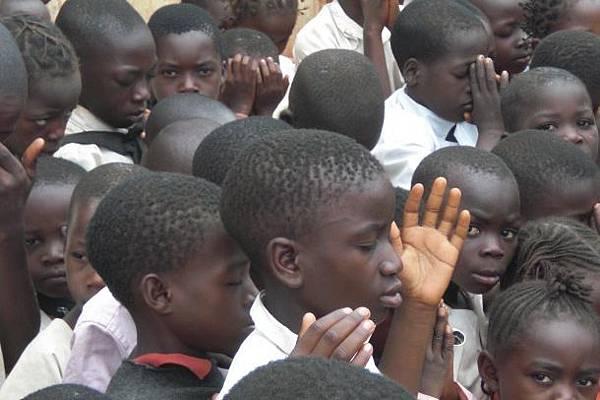 孩子們祈禱