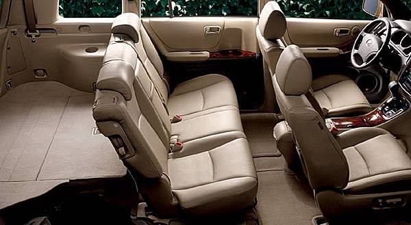 toyota-highlander-limited-interior2.jpg
