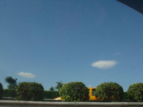 落後的我們出發了~~天空很藍!!
