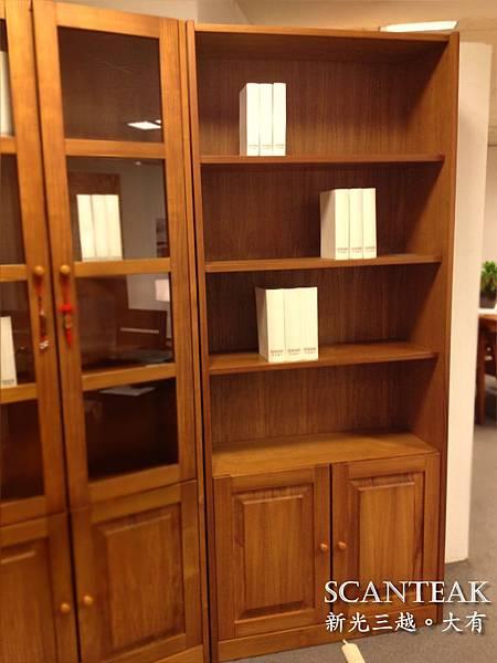 52122-有門書櫃
