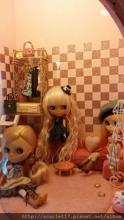 關著的娃娃