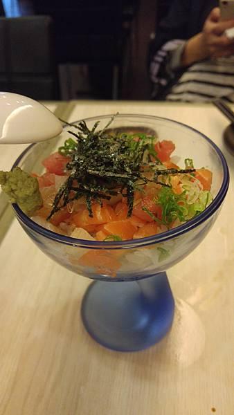 三色鮮魚丼.jpg