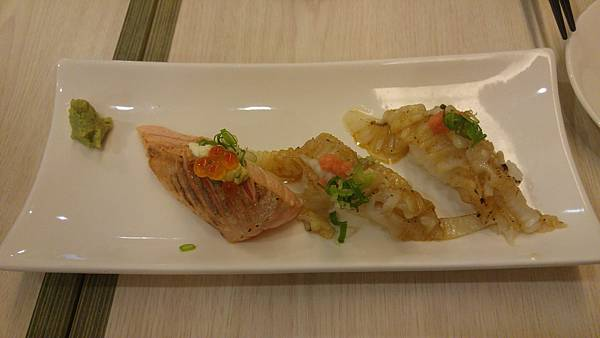 炙燒鮭魚%26;比目魚鰭邊.jpg