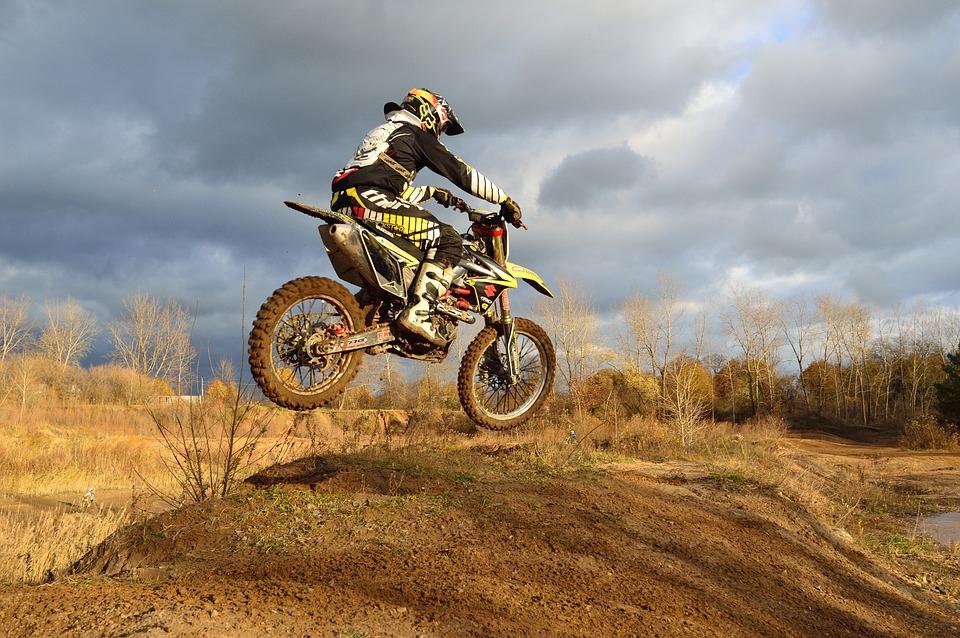 dirt-bike-209489_960_720.jpg
