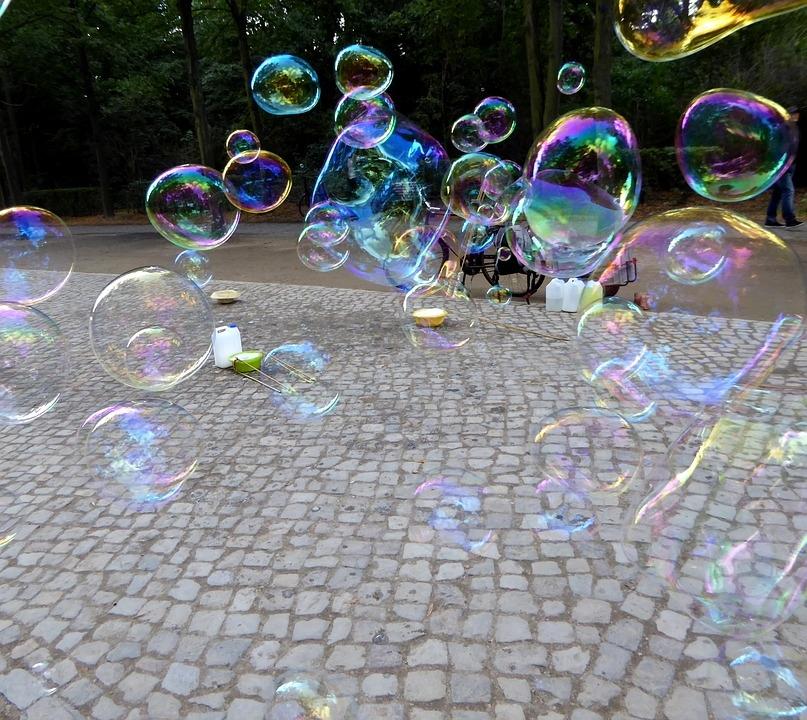 soap-bubbles-2748730_960_720.jpg