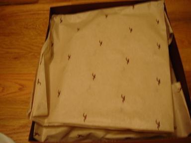紙盒裡面有裝神秘包裝紙