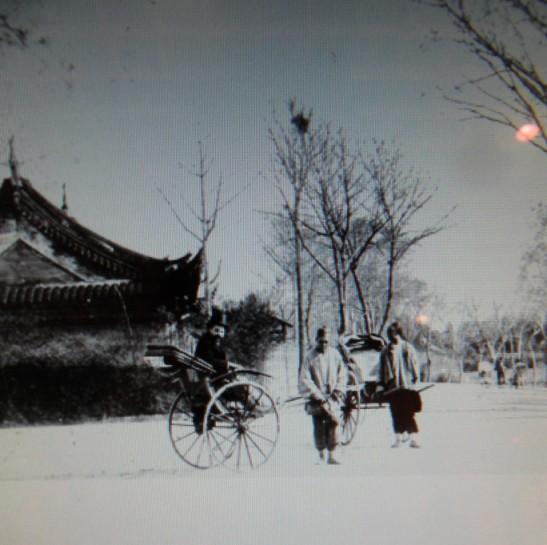 1880年靜安寺外.jpg