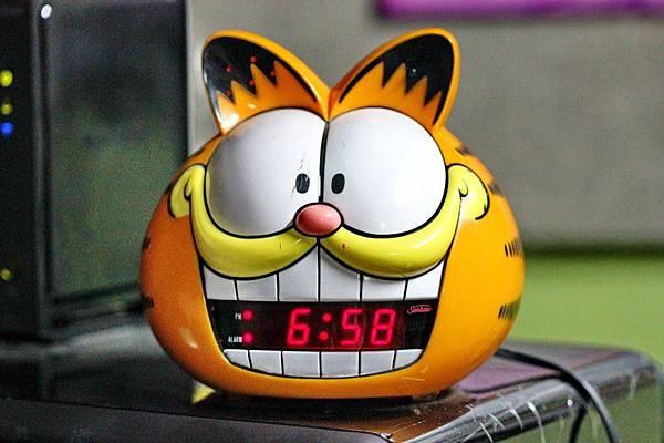 alarm-clock-cat-time-morning-garfield-annoying.jpg