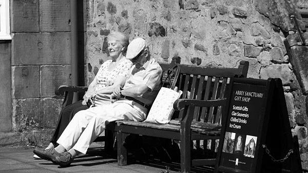 old-couple-dozing-in-the-sun-near-the-palace.jpg