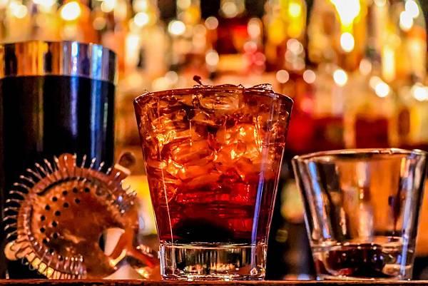 alcohol-3194824_1920.jpg