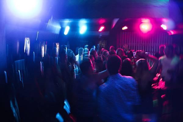 blur-club-crowd-801863.jpg