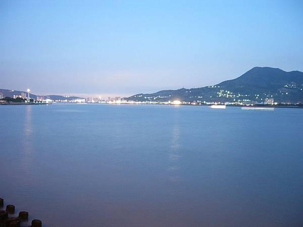 同樣也是遠眺台北市