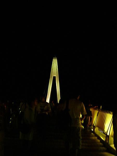 夜拍人潮洶湧情人橋