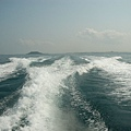 快艇的尾浪