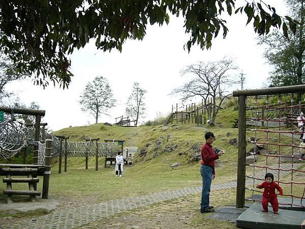 青青草原裡的遊戲區