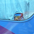 隔壁車上的原子小金剛包包