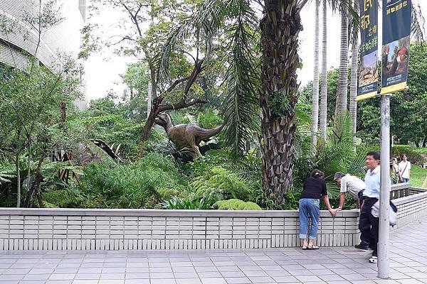 館外還是有恐龍模型