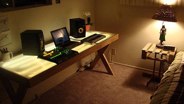 1800-glowing-audio-workstation.jpg