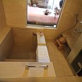 046 浴室可以看到臥室.JPG